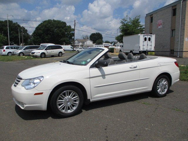 Pre-Owned 2008 Chrysler Sebring LX